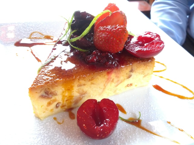 Almojábana tart with red fruits..